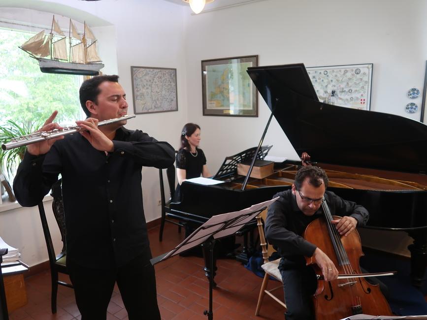 Käsmu Meremuuseum 19.07.2019 MUUSIKA MERI 1. kontsert. Viktor Khotulyov (flööt), Svetlana Tarnorutskaya (klaver), Maksim Tarnorutsky (tšello)