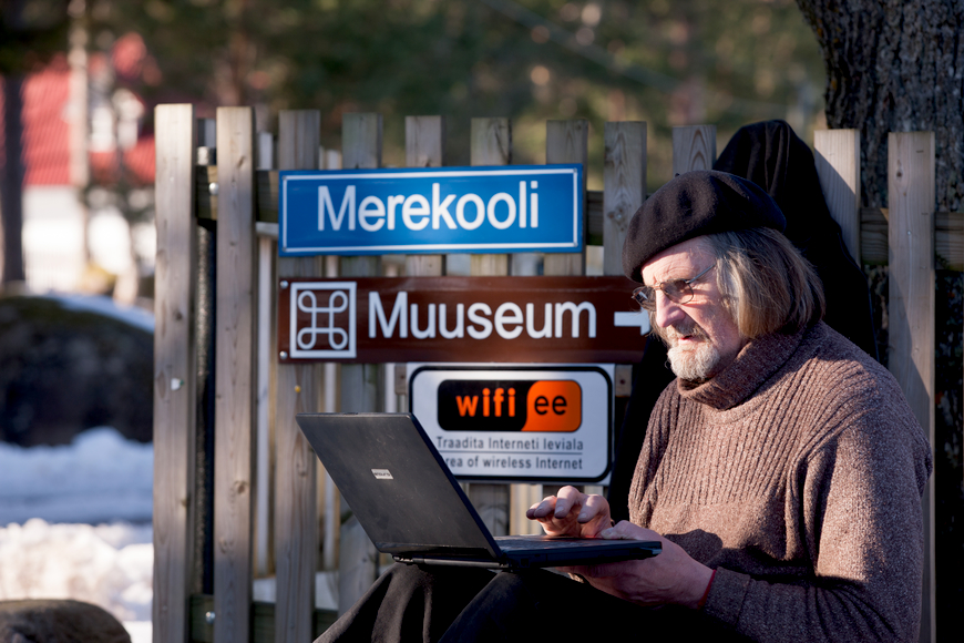 Aarne Vaik internetti kasutamas. Autor: Aarne Vaigu erakogu, foto Toomas Tuul.