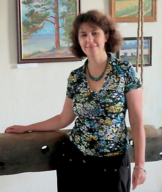 """Galina Ender oma maalinäituse """"Lahemaa etüüdid"""" avamisel 14.08.2015"""