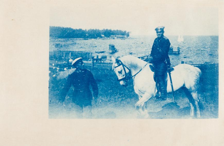 Tsaariaegne piirivalve ohvitser kordonihoone põhjarannal Allikas: Aarne Vaigu erakogu, foto Edmund Russow