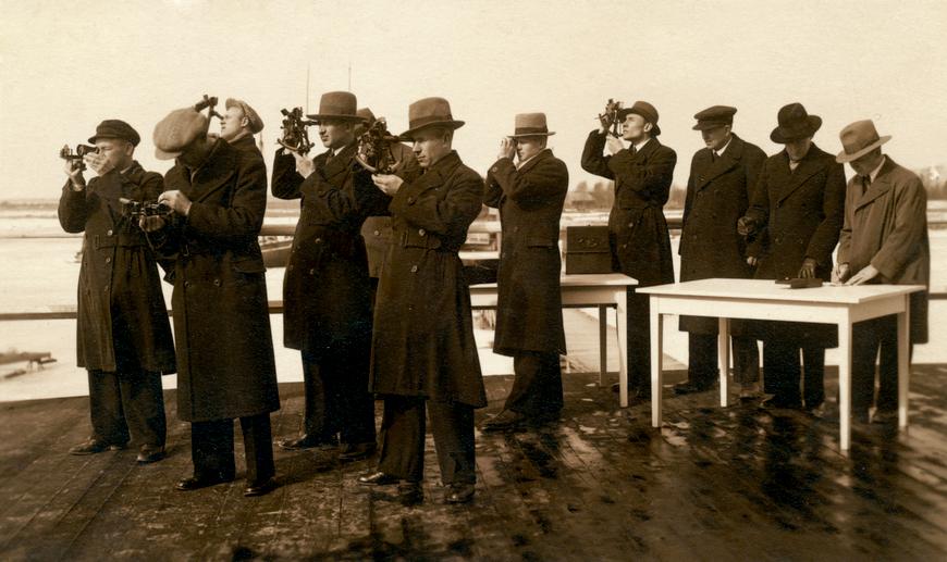 Kuressaare merekooli õpilased observeerimas Allikas: Aarne Vaigu erakogu