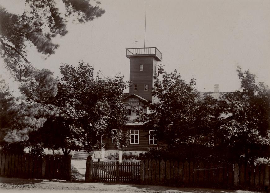 1887 ehitas Joosep Kristenbrun merekoolile maja.  Allikas: Aarne Vaigu erakogu